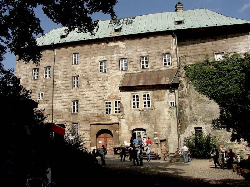 The-Frightening-Legend-of-Houska-Castle-Tres-Bohemes-1