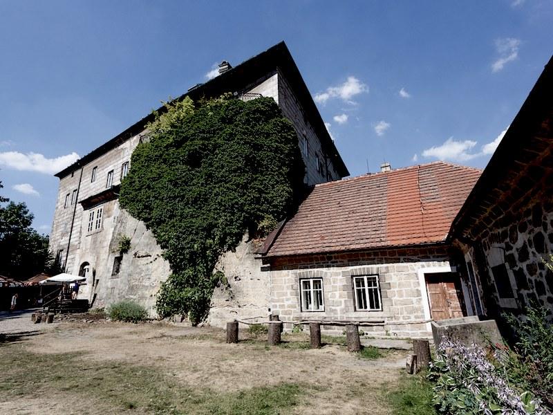 The-Frightening-Legend-of-Houska-Castle-Tres-Bohemes-2