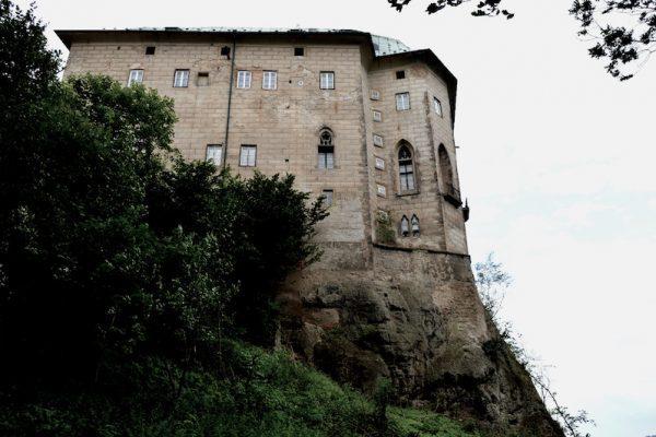 The-Frightening-Legend-of-Houska-Castle-Tres-Bohemes-3