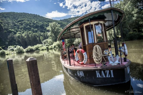 Kazin_Ferry_Czech_Riverboat_Tres_Bohemes