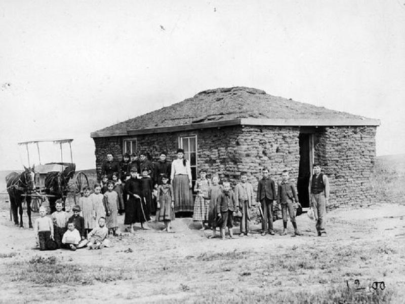 Czech-Settlers-in-America-Sod-House-Tres-Bohemes-Prairie-School