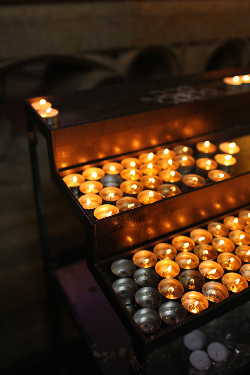 Candles-in-St-Vitus-Cathedral-Tres-Bohemes