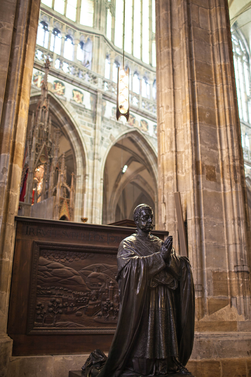 Statue-St-Vitus-Cathedral-Tres-Bohemes