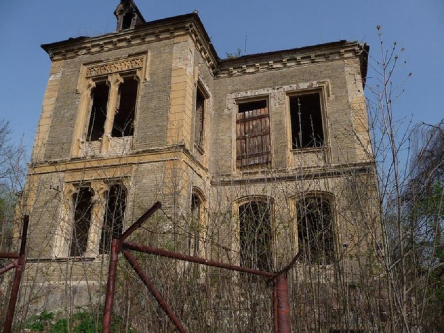 Abandoned Pfaffenhof Mansion Near the Richard Factory Complex, Litoměřice