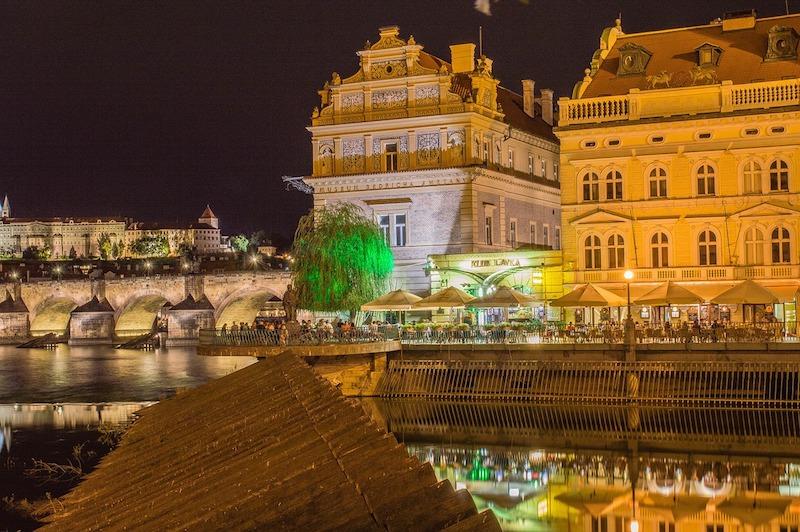 Midnight-In-Prague-Tres-Bohemes-13