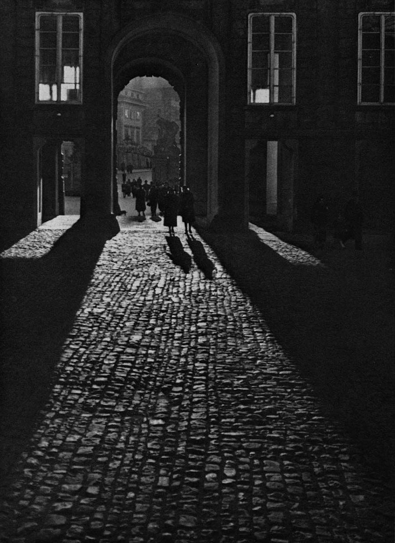 Prague-in-Monochrome-Tres-Bohemes-13