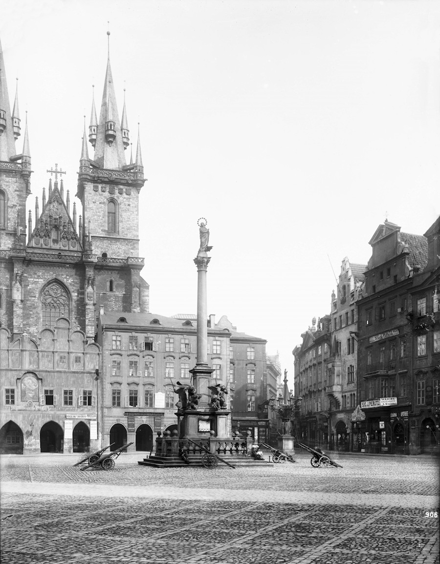 Prague-in-Monochrome-Tres-Bohemes-16