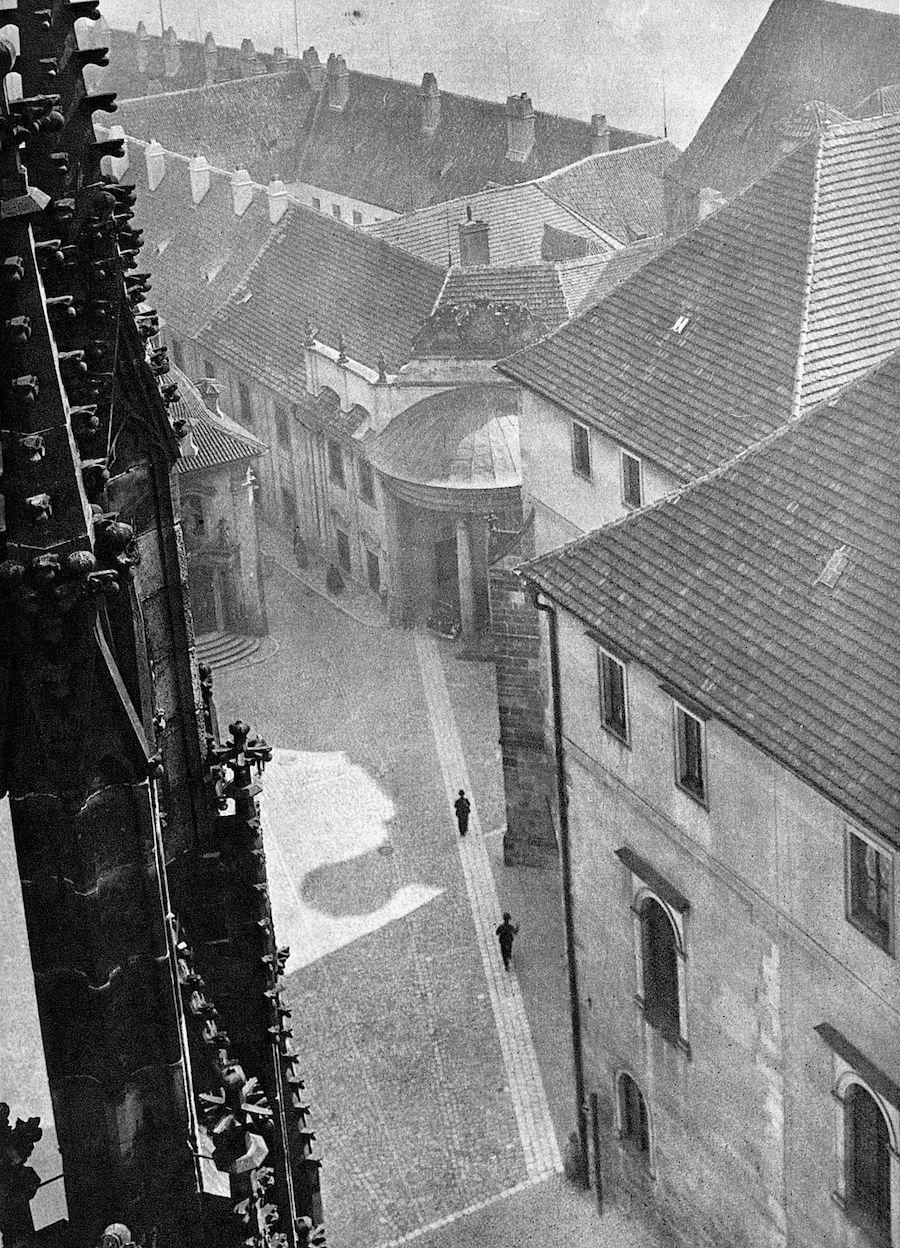 Prague-in-Monochrome-Tres-Bohemes-9