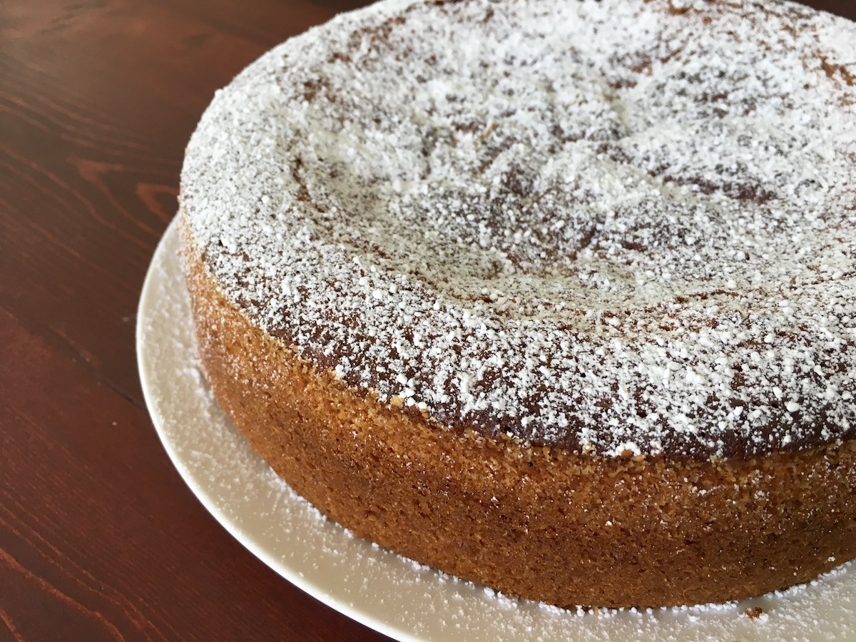 Fluffy-Vanilla-Bábovka-with-Apricots-Tres-Bohemes-1