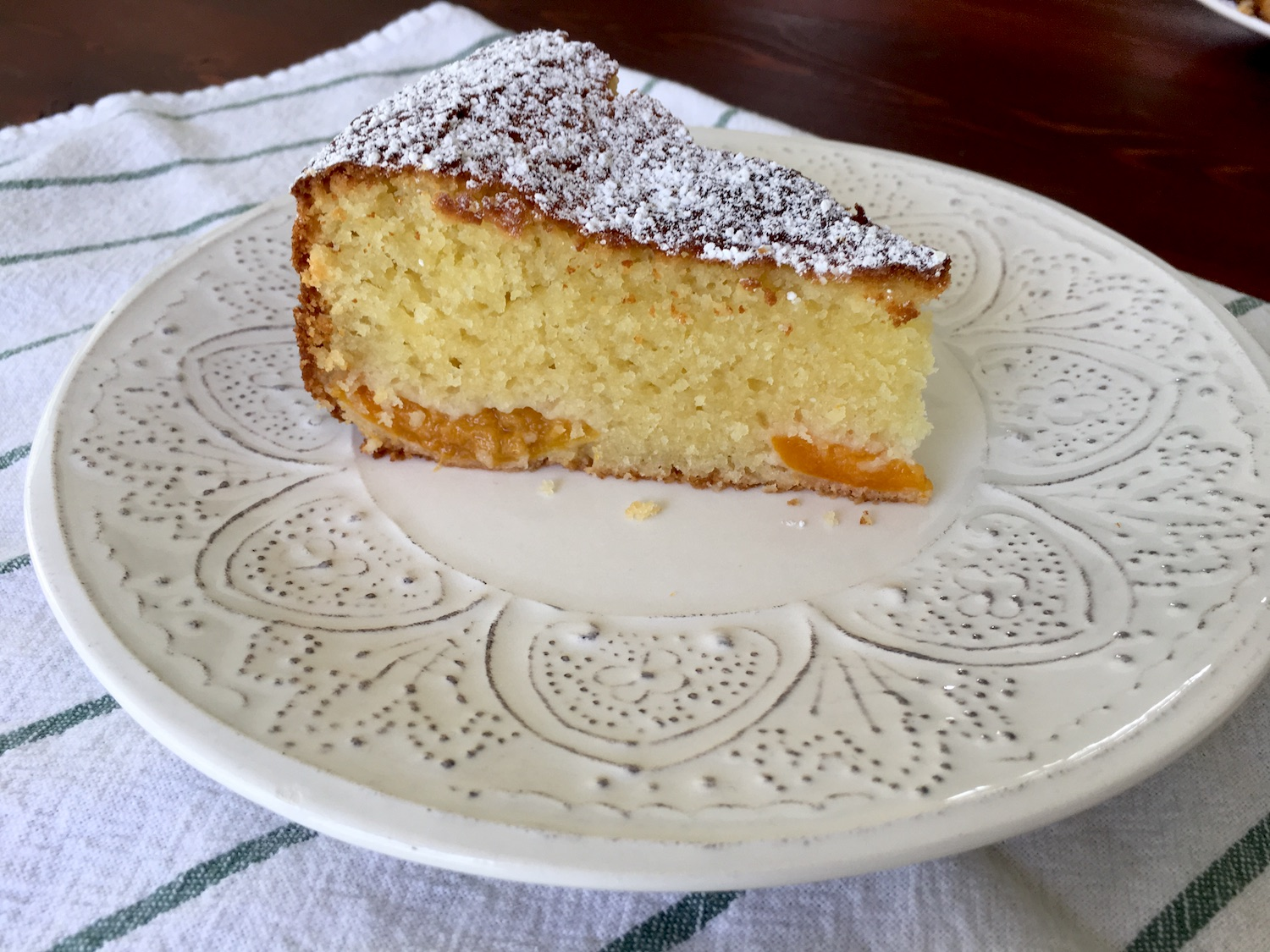 Fluffy-Vanilla-Bábovka-with-Apricots-Tres-Bohemes-10