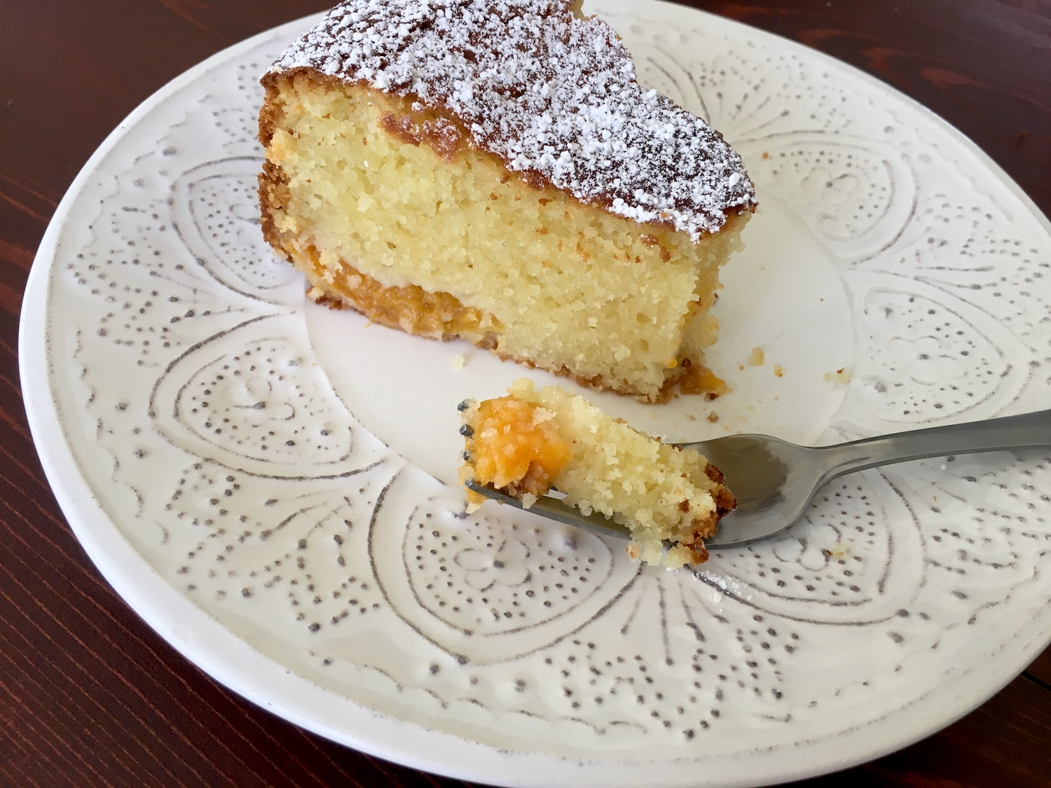 Fluffy-Vanilla-Bábovka-with-Apricots-Tres-Bohemes-15