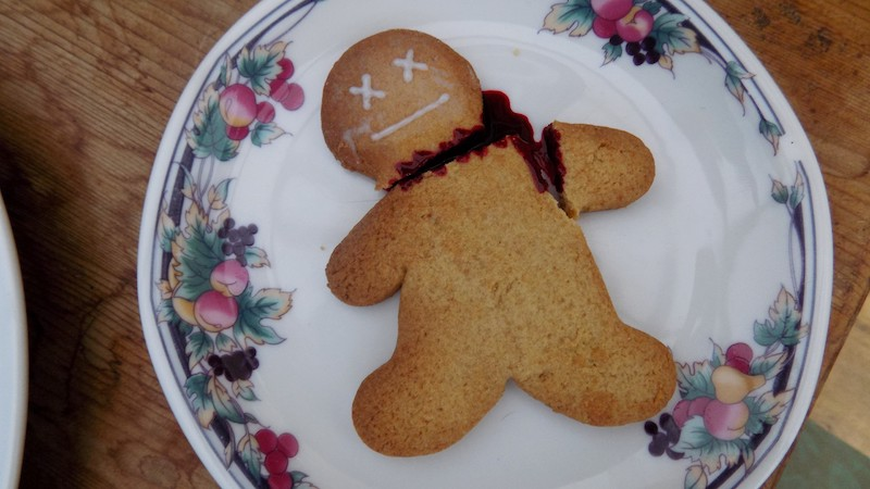 The-Tale-of-the-Headless-Gingerbread-Men-Tres-Bohemes-4