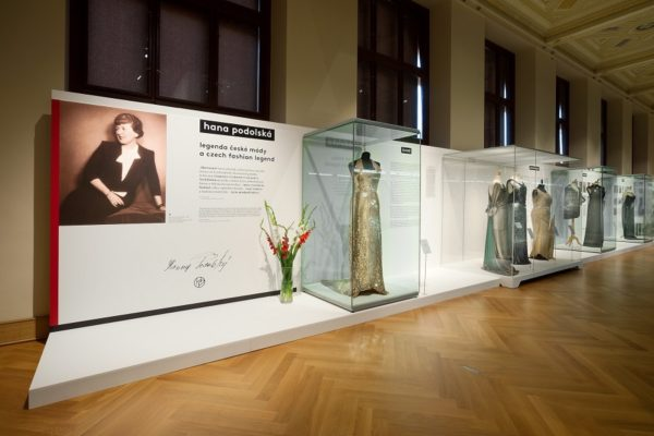 Exhibition_Dress_Designs_Hana_Podolská_TresBohemes