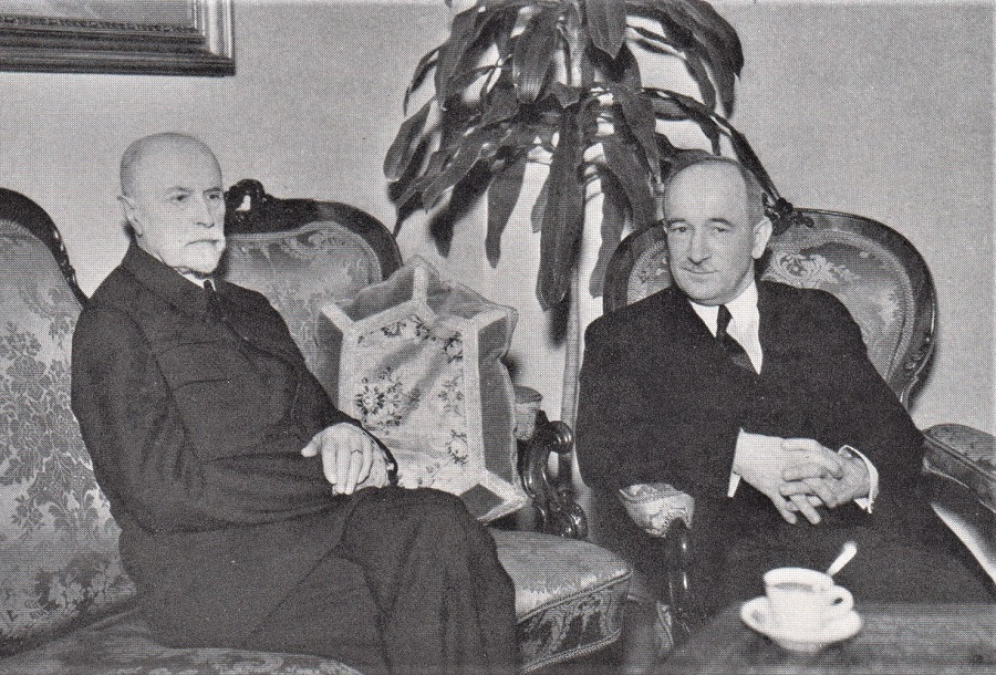"PRESIDENT BENES (RIGHT) CONFERS WITH THE ""FATHER OF HIS COUNTRY"""
