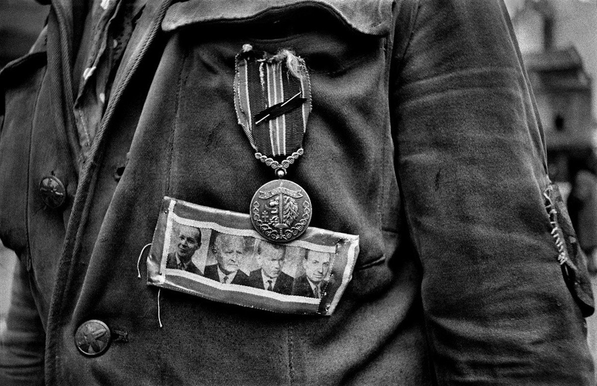 Photographs-of-The-Prague-Spring-by-Josef-Koudelka-Everything-Czech-Tres-Bohemes-7