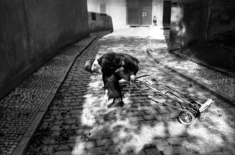 Photo Lens: Marc Riboud's Prague