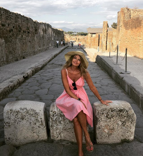 Paulina Porizkova and the pink Gap dress